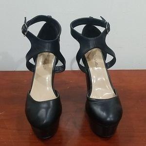 Breckelle's black grace size 8 platform heels